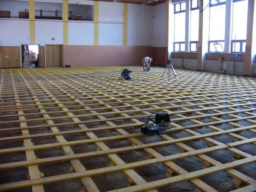 Průběh rekonstrukce podlahy sálu KD - srpen 2012